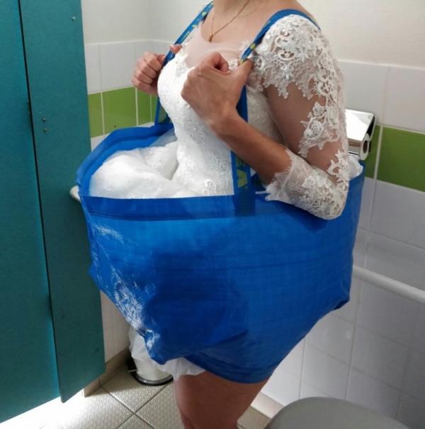 Cô dâu nghĩ ra cách đi vệ sinh 'bá đạo' bằng túi IKEA giúp chị em từ nay nhẹ nhõm khi mặc váy cưới