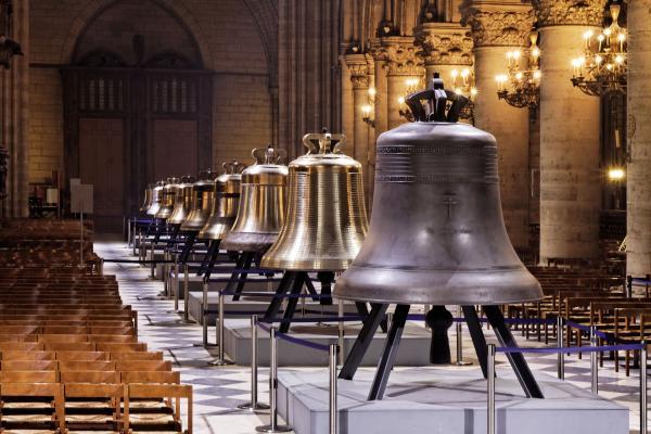 Nhà thờ Đức Bà Paris đang lưu trữ những báu vật và tác phẩm nghệ thuật nào?