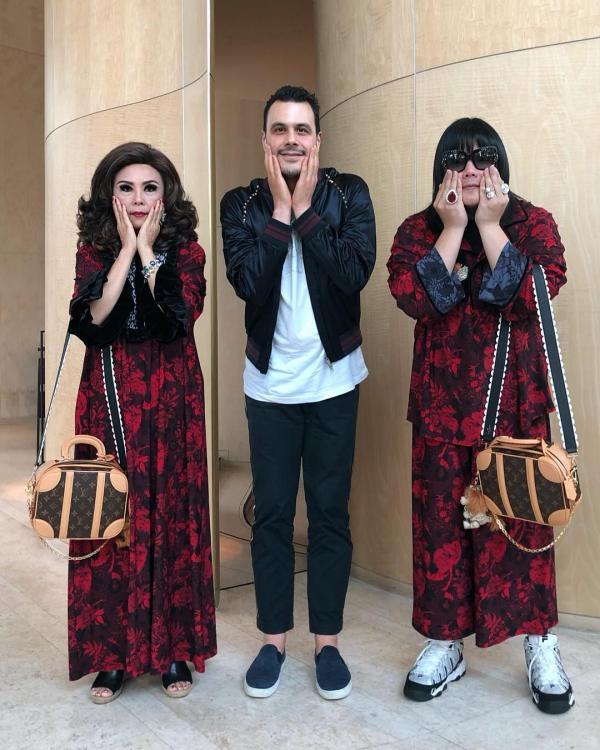 Cùng mẹ diện đồ đôi đi khắp thế gian: Câu chuyện kì lạ đầy niềm vui của một tín đồ mộ điệu
