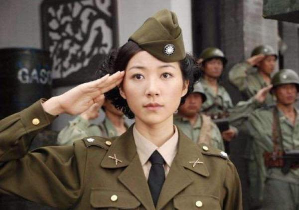 10 sao nữ Hoa ngữ xinh đẹp và 'soái khí' đầy mình khi diện quân trang