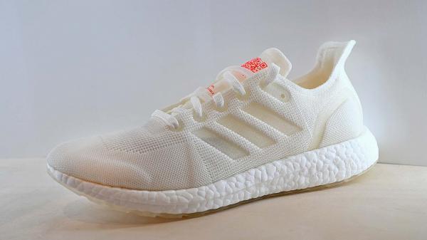 Adidas lần đầu tiên ra mắt mẫu giày luyện tập có thể tái chế 100%