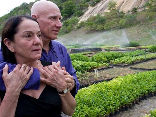 Cặp vợ chồng dành hơn 20 năm để trồng rừng và mang hơn 500 loài động vật có nguy cơ tuyệt chủng trở về nhà