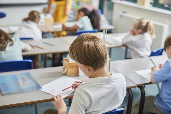 Người cha thu thập chữ kí để sa thải cô giáo nhận xét con trai mình là 'em thật thảm hại'