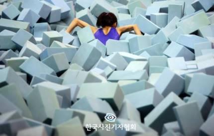 Bức ảnh 'Jung Joon Young vất vả ngày trở về' được giải Ảnh báo chí xuất sắc nhất lần thứ 195 của Hàn Quốc