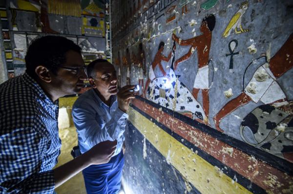 Lăng mộ cổ 4000 năm được khai quật, mới toanh như vừa sơn xong