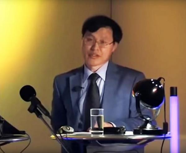 Tiến sĩ Oxford tuyên bố loài lai giữa con người và người ngoài hành tinh sẽ cứu Trái Đất khỏi diệt vong