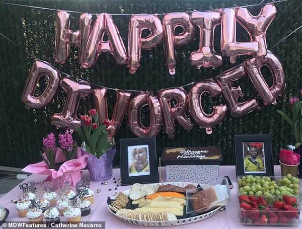 Mở tiệc linh đình ăn mừng ngày ly hôn chồng thành công sau 15 năm hôn nhân trong ngõ cụt