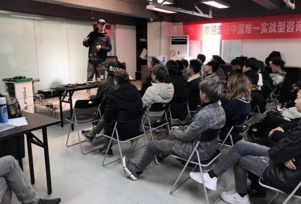 Nghệ nhân làm tóc nổi tiếng khắp Trung Quốc: Trong 5 năm đã 'vẽ' hơn một ngàn quả đầu