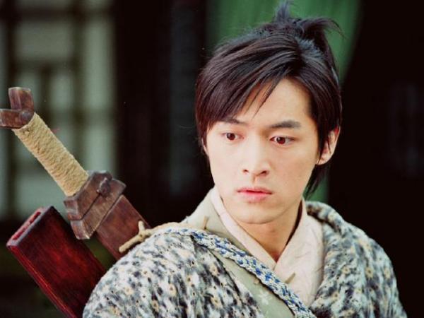 Fanboy La Vân Hi quyết thi vào trường của Hồ Ca để gặp thần tượng nhưng cái kết lại không thể nhọ hơn