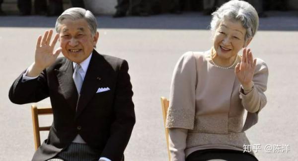 Tân Thiên hoàng và Hoàng hậu Nhật được khen ngợi có tư tưởng quốc tế hơn người tiền nhiệm