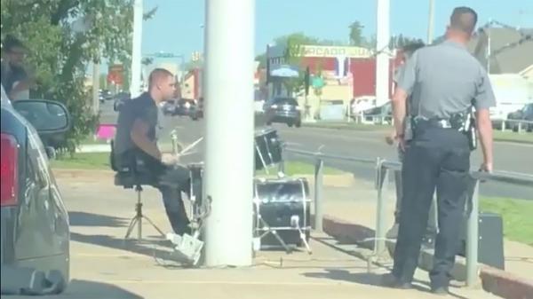 Cách xử lý khiếu nại tiếng ồn khiến dân tình điên đảo của cảnh sát thành phố Oklahoma