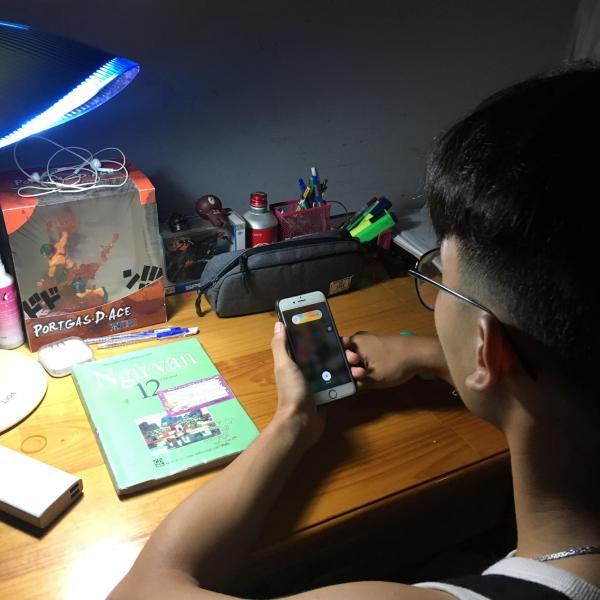 Sĩ tử lớp 12 và 'câu chuyện buồn' khi ngày thi cận kề nhưng không muốn rời xa smartphone