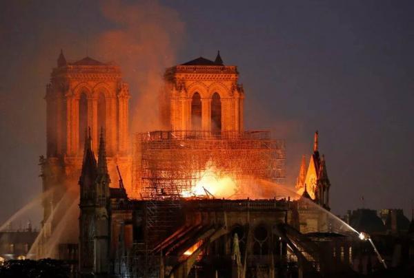 Kiến trúc sư Pháp ra ý tưởng biến phần mái Nhà thờ Đức Bà Paris thành nhà kính trồng cây