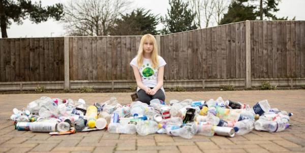 'Nữ hiệp sĩ nhặt rác' 13 tuổi bị bắt nạt và buộc phải chuyển trường