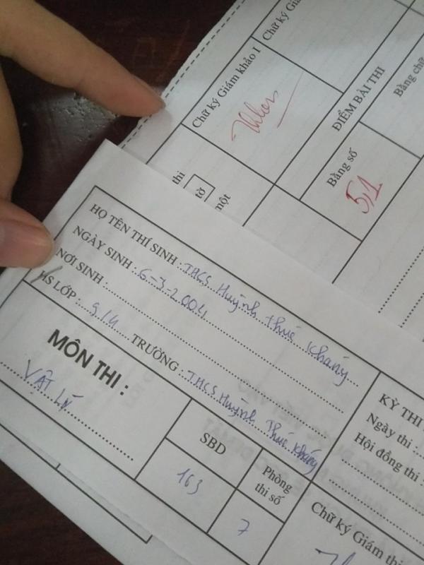 Đối mặt với tờ giấy thi, thí sinh căng thẳng đến nỗi quên luôn tên mình là gì