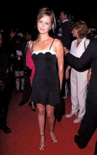 Bật cười với style lần đầu đi thảm đỏ của các ngôi sao Hollywood