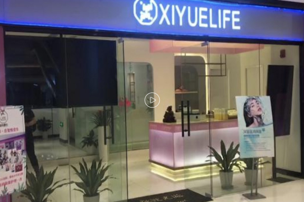 Đi spa thư giãn, một phụ nữ Trung Quốc phát hiện mình bị live-stream cho đàn ông lạ mặt