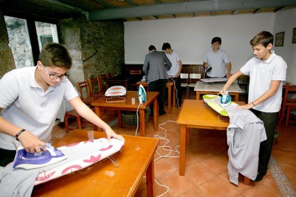 Trường học dạy việc gia đình cho con trai