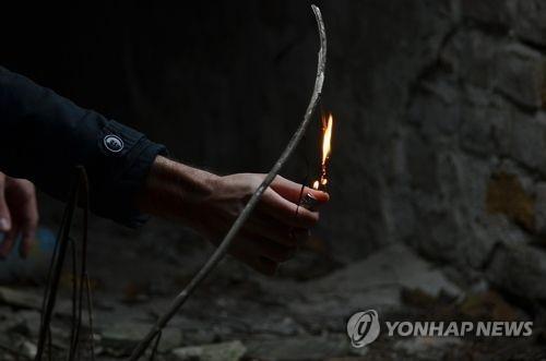 Thanh niên châm lửa đốt nhà idol vì xung đột với các thành viên trong nhóm