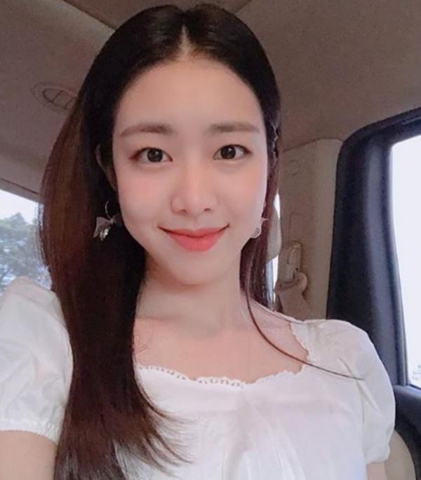 Vợ So Ji Sub: Tốt nghiệp trường nữ sinh Ewha danh giá và được Faker 'thầm thương trộm nhớ'