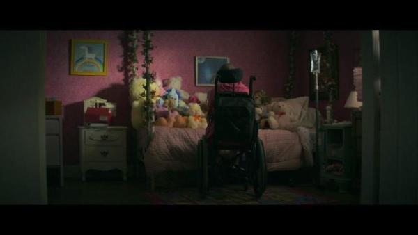 The Act: 'Tôi không muốn giết mẹ mình, chỉ muốn kết thúc cuộc sống nghẹt thở này'