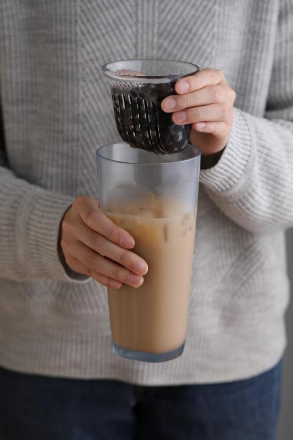 Uống trà sữa trân châu không cần ống hút? Bài toán khó đã có lời giải nhờ chiếc cốc đặc biệt này
