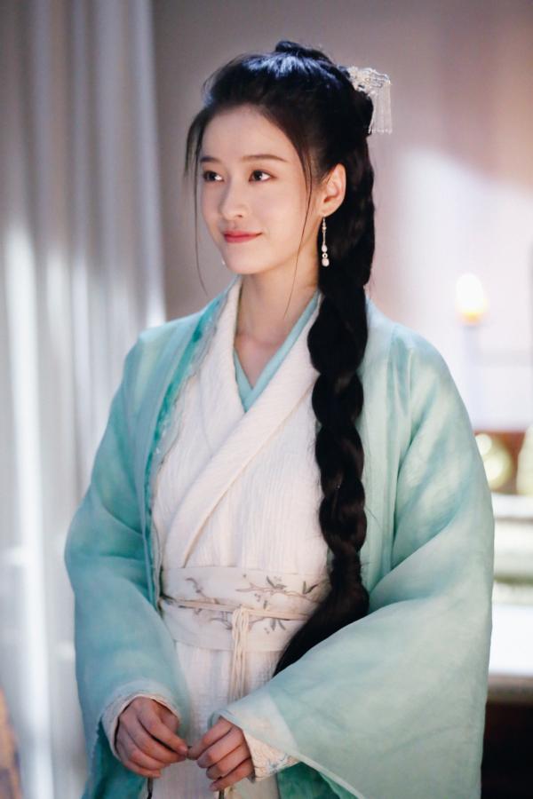 Vì sao nữ chính phim 'Bạch Phát' bắt buộc phải là Trương Tuyết Nghênh dù diễn xuất còn gây tranh cãi?
