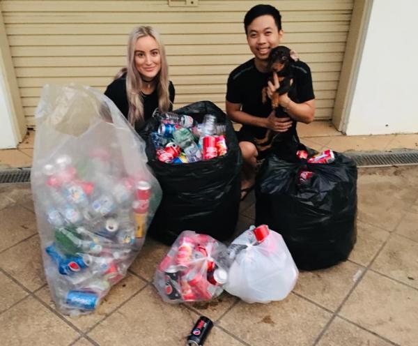 Cặp đôi đi lượm ve chai về bán để kiếm tiền tổ chức hôn lễ xa hoa