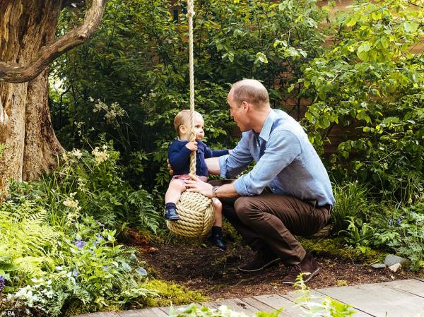 Cùng Gia đình Hoàng gia đến thăm sân chơi xanh do chính Công nương Kate thực hiện