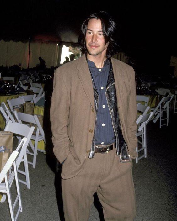 Chiều fan bậc nhất như Keanu Reeves: Mua hẳn một cây kem chỉ để ký tặng cho fan của mình