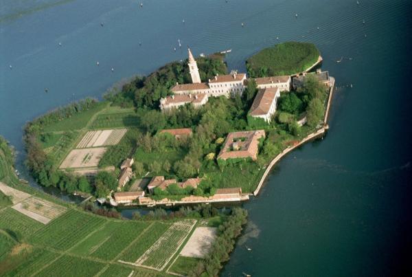 Theo dòng lịch sử tìm hiểu hòn đảo 'ma ám' Poveglia nằm ngay tại nước Ý mộng mơ