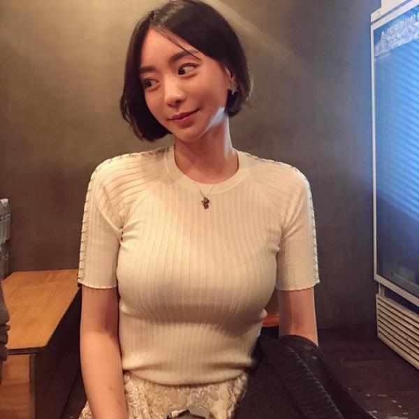 'Gà' cũ nhà YG không chịu hầu rượu chủ tịch Yang, chạy trốn khỏi công ty vì sợ hãi những bữa tiệc thâu đêm
