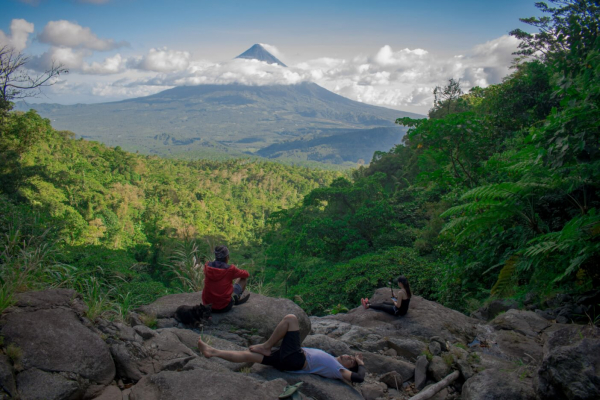 Philippines thông qua luật yêu cầu học sinh phải trồng được 10 cây xanh mới có thể tốt nghiệp