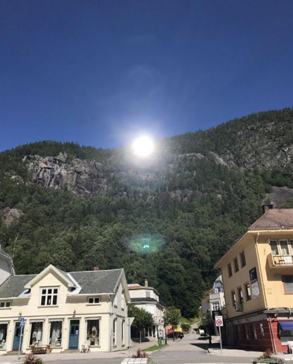 5 tháng không có mặt trời, thị trấn Na Uy tốn 13 tỷ đồng lắp gương trên núi để phản chiếu ánh nắng