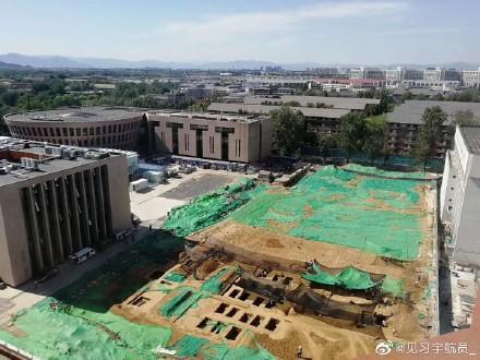 Đại học Thanh Hoa nổi tiếng phát hiện mộ cổ trong khuôn viên, dân tình sôi nổi bàn luận về phong thuỷ