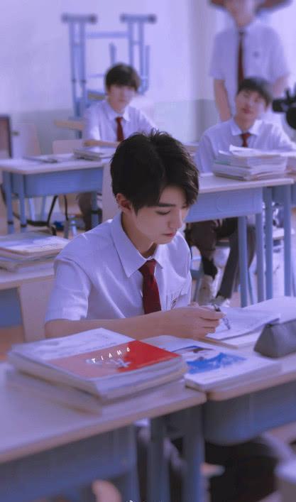 Tạo hình Vương Tuấn Khải trong phim mới: Đẹp lạnh lùng như nam thần học đường Nhật Bản