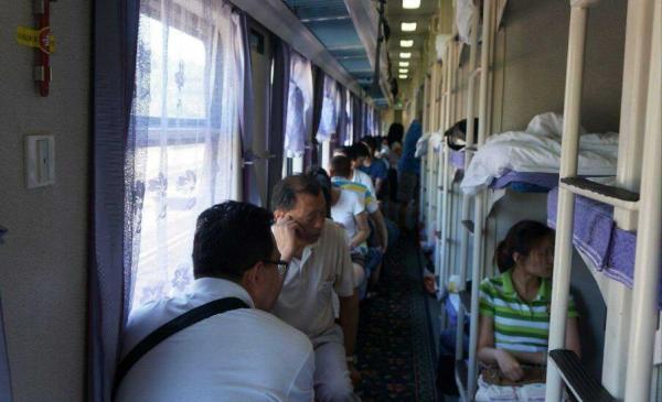 Xin đổi chỗ trên tàu xe: Lòng tốt là bắt buộc hay lựa chọn?