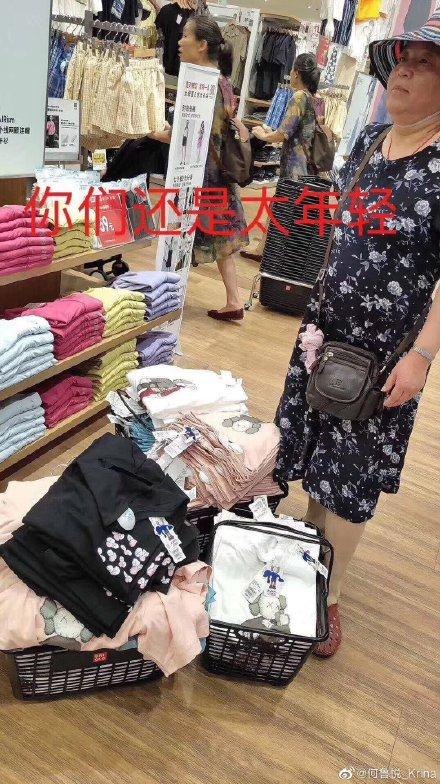 Cảnh tượng hoang tàn tại cửa hàng Uniqlo Trung Quốc trong ngày tung sản phẩm hợp tác cùng nhà thiết kế nổi tiếng