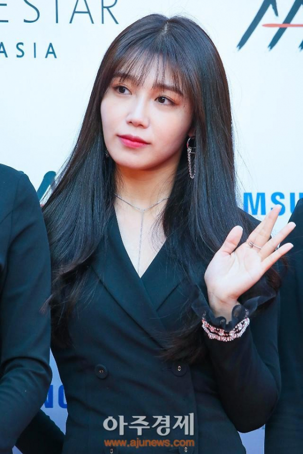 Phần tử cực đoan khủng bố Eunji (Apink) qua Vlive, trơ tráo tiết lộ địa chỉ nhà của nữ idol cho hàng nghìn người