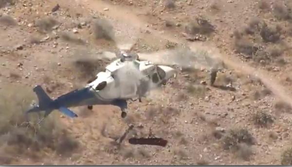 Bị thương chưa đủ khổ, cụ bà 74 tuổi tiếp tục bị xoay gần 200 vòng trên không do trực thăng gặp gió to