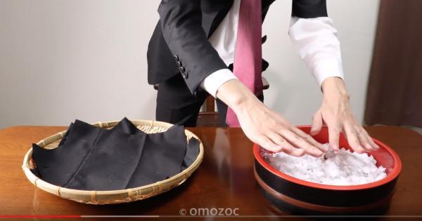 Chuyện lạ: Ức chế vì bị sa thải, nhân viên người Nhật lấy luôn đồng phục và iPhone làm bữa tối