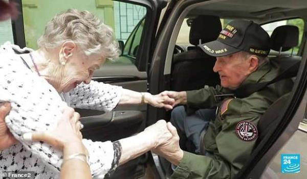 Lạc mất nhau 75 năm, cựu chiến binh 97 tuổi mới gặp lại người yêu thời chiến của mình