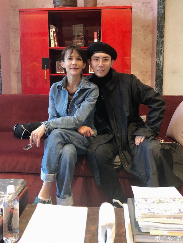 Long Tử Gia - Tổng tài 24 tuổi của ngành thiết kế trang sức đang khuynh đảo giới giải trí Hoa ngữ