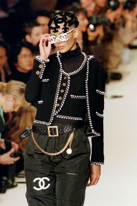 Thời trang Chanel thập niên 90: Cái đẹp hoàn mỹ hàng trăm năm sau vẫn khiến nhân thế sững sờ