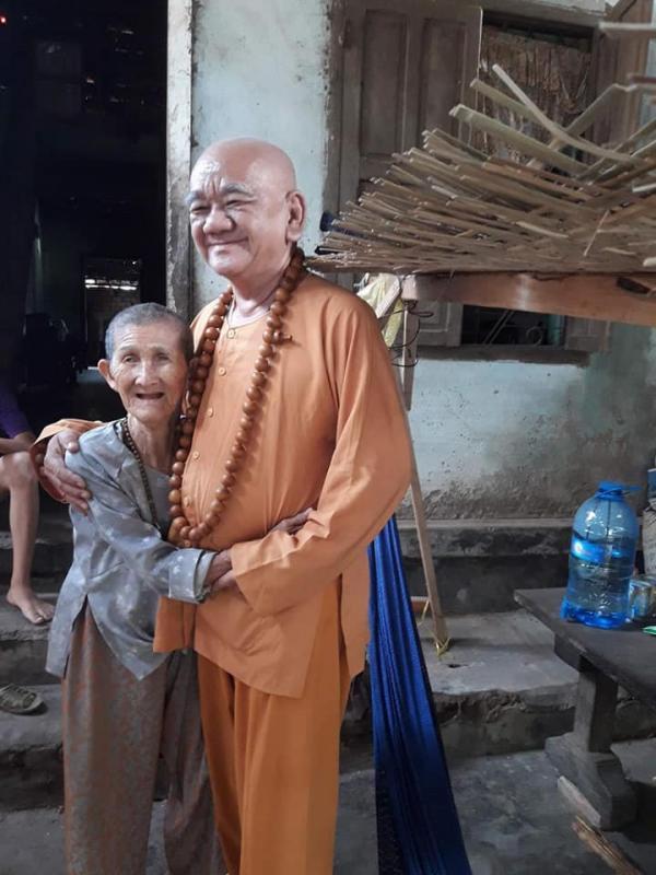 Sư thầy được gọi là Phật Di Lặc tái thế vì gương mặt phúc hậu, hiền lành