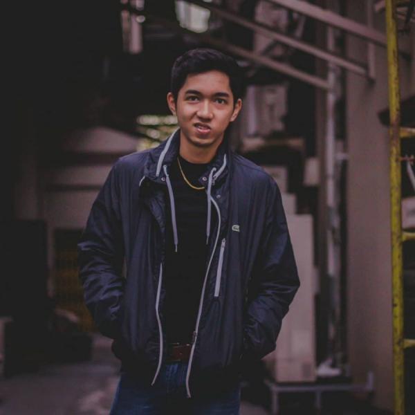 Dở khóc dở cười: mẹ phát hiện 'áo mưa' trong ví, cậu trai Philippines bị cắt hết đồ phòng hộ