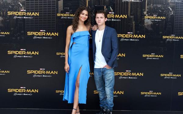 Zendaya từng lo mất vai diễn trong loạt phim Spider-Man vì... Tom Holland chân ngắn hơn mình