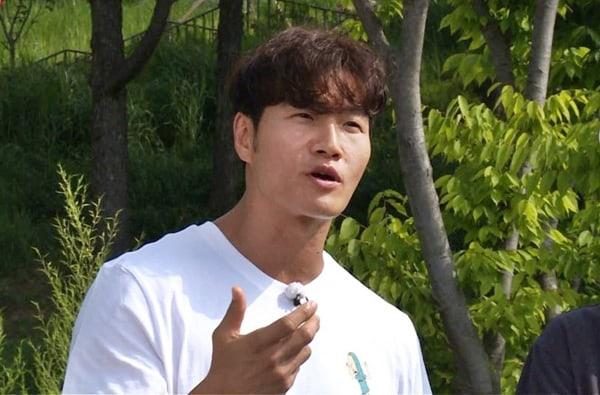 'MC quốc dân' Yoo Jae Suk xin lỗi Jeon So Min vì không thể thu xếp đối tượng hẹn hò cho cô