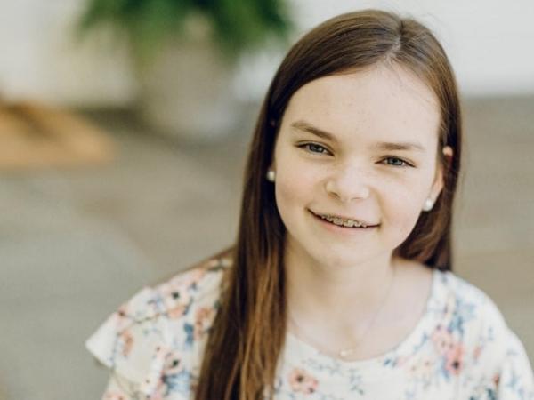 Cô bé 12 tuổi tạo ra bịch truyền thuốc thân thiện giúp trẻ em đỡ sợ khi đến bệnh viện