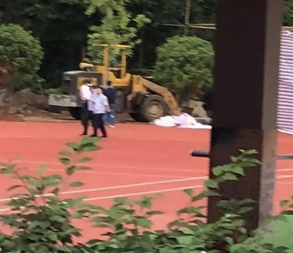 Tìm thấy thi thể của giáo viên mất tích 16 năm chôn dưới sân thể dục trường học tại Trung Quốc
